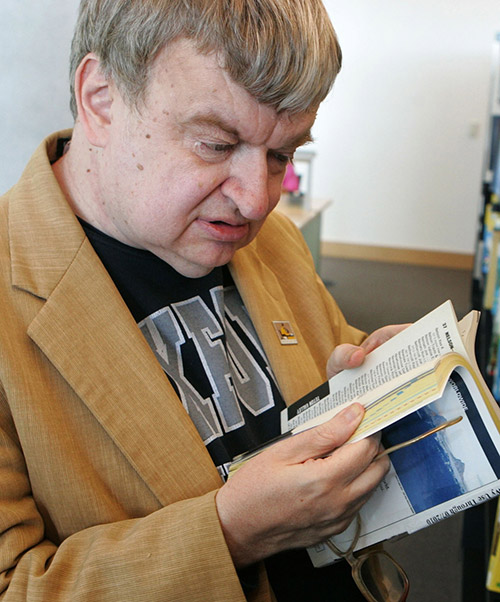 savant syndrome and kim peek Kim peek (november 11, 1951 - december 19, 2009) was a unique autistic savant who was able to display many abilities associated with autistic savants - the inspiration for the movie named rain man and perhaps the most famous autistic savant of modern time.
