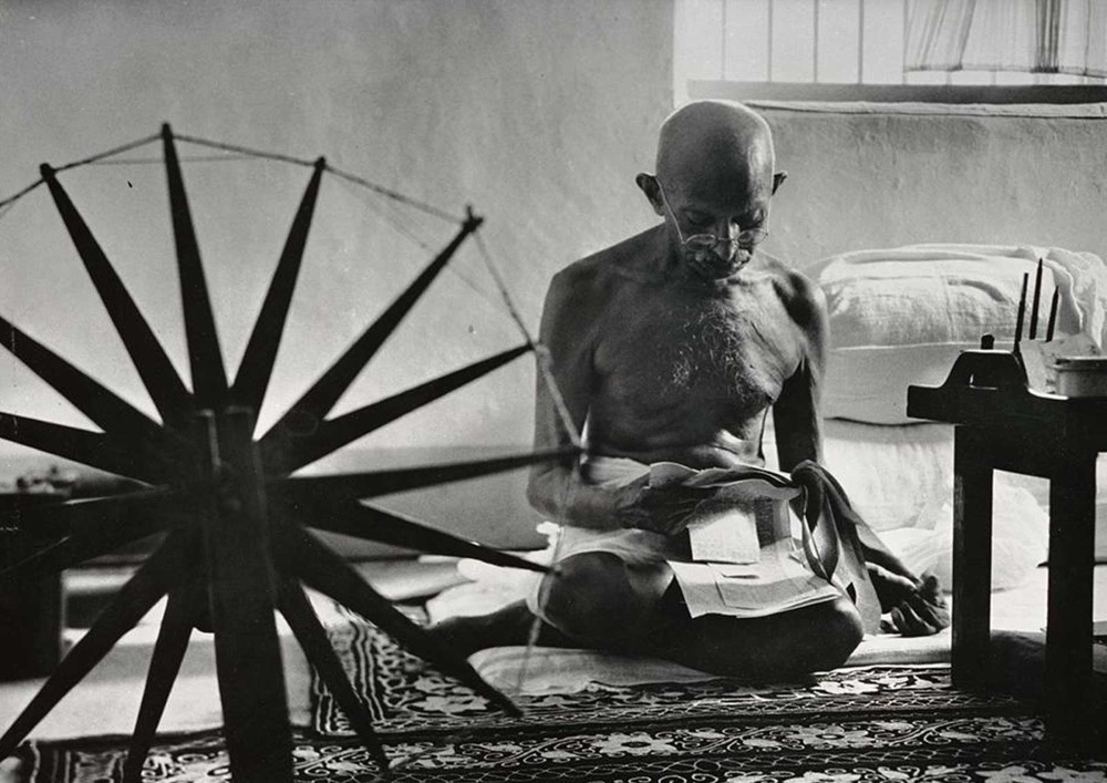 marathi essays on gandhi ji Mohandas karamchand gandhi, more commonly known as 'mahatma' (meaning 'great soul') was born in north west india.